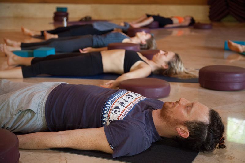 yogateachertraining-relaxing2
