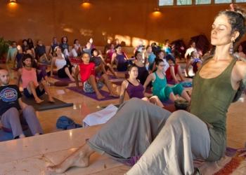 silent-yoga-adya
