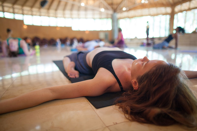 yogateachertraining-stretching1